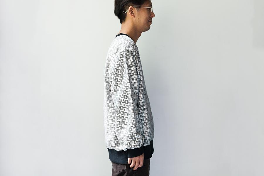 藍染 刺し子についてとKUON2017 プルオーバーシャツ 柿の葉柄 着衣イメージ